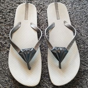 Ipanema Neo Bling Diamond Silver Flip Flops 10